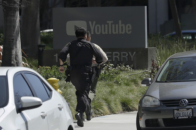 Police+responding+to+active+shooter+situation+on+Tuesday%2C+April+3+at+YouTube+headquarters.
